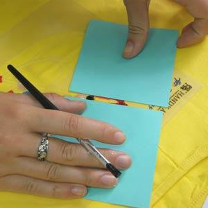 закрываем нарисованные элементы листами бумаги